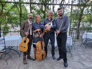 Giovanni Tufano, chitarra; Anna Mosconi, violoncello; Roberto Cascio, Mandola; Antonio Lorenzoni, flauto traverso.